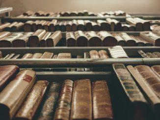 Stare książki - zdjęcie ilustracyjne