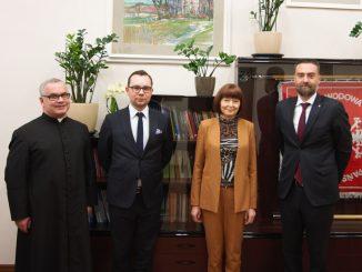 Wizyta Konsula Generalnego Republiki Słowackiej - na zdjęciu od prawej Tomas Kasaj - konsul, prof. Małgorzata Kołpa, Rektor, pierwszy z lewej ks. prof. Bogdan Węgrzyn
